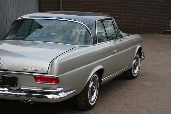Mercedes_W111_Coupe_56_248